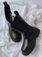 Vysoké černé boty Venett